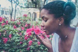 ¿Cómo se produce el aroma de las flores?